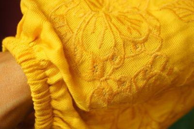 ボヘミアンパフスリーブ刺繍ブラウス